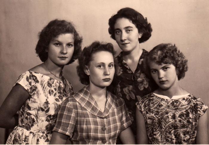 Подруги стали взрослыми. 1959 г. Люда Эйсмонт, Люда Саблина, Галя Долгушева, Алла Прядко.